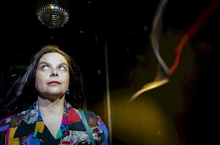 Amarelo Silvestre ocupa palco do Teatro Viriato com guarda-fatos e muitos segredos