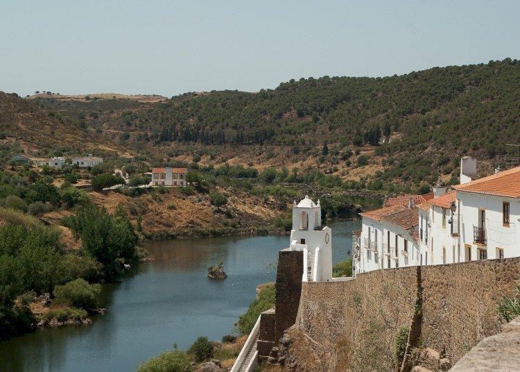 Pelos Trilhos de Portugal-Guadiana, O Grande Rio do Sul, Mértola