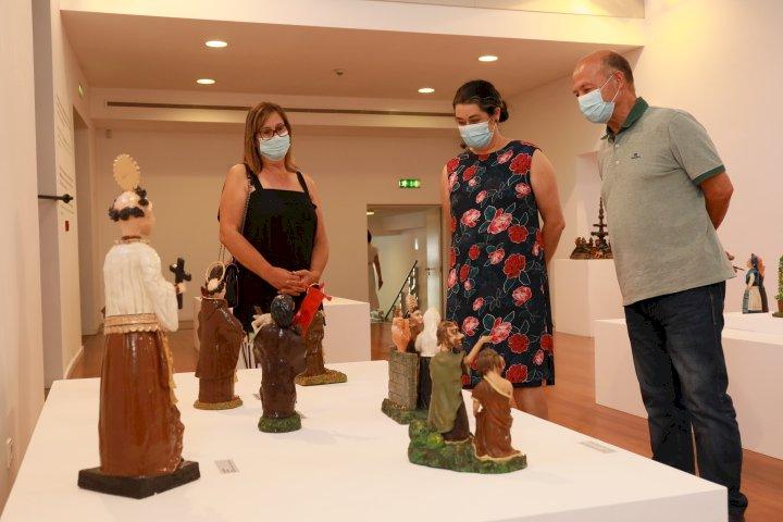 """Museu de Olaria expõe """"Mãos no Barro, Figuradas da Vida"""" de Manuel Macedo"""
