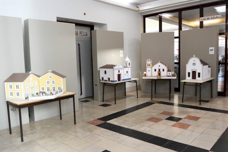 Maquetes de madeira em exposição na Biblioteca de Cantanhede