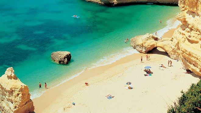 Lagoa felicita a Região do Algarve pela distinção de melhor destino de Praia do Mundo