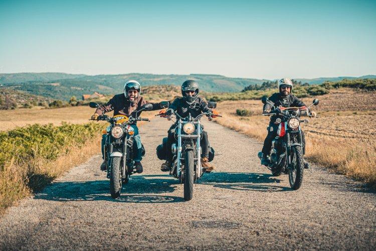Ingleses, espanhóis e portugueses passeiam de moto clássica pela Região Centro