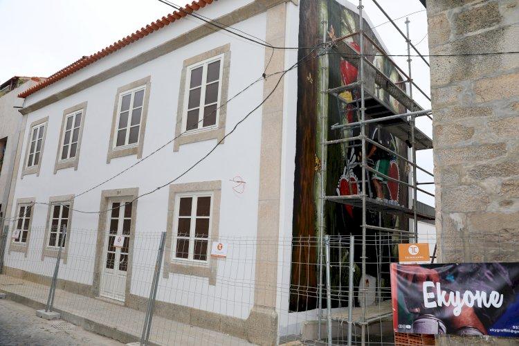 Artesanato e arte popular inspiram murais em Barcelos