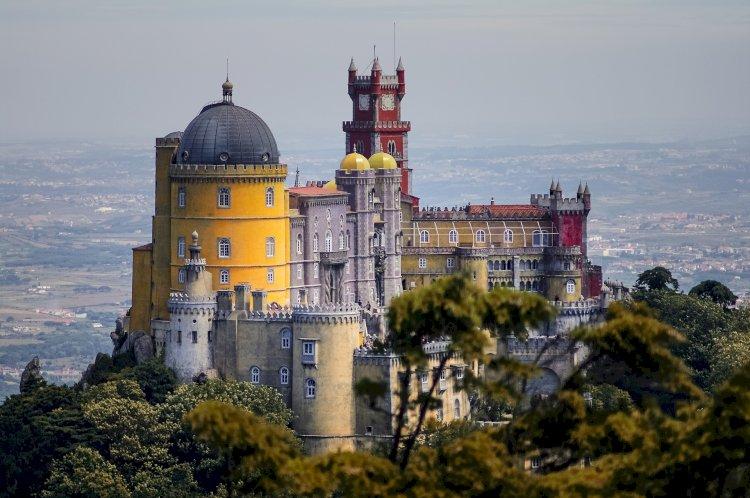 Recolha de fotografias e bilhetes postais ilustrados para conhecer Sintra